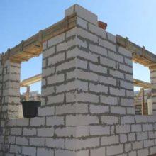 Какой должна быть толщина пенобетонных стен?