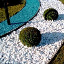 Разноцветный щебень для декораций в ландшафтном дизайне